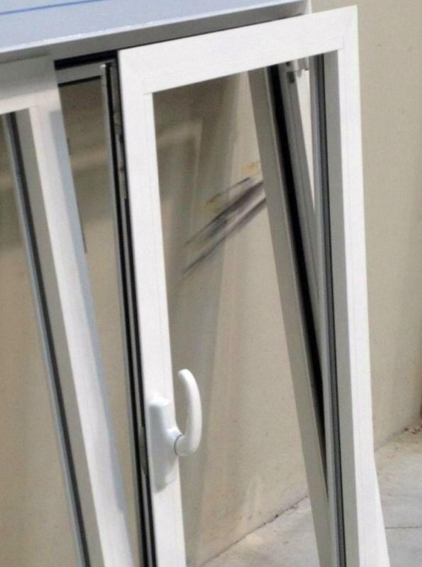 reformar el baño_ventana oscilobatiente
